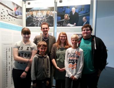Foto zur Meldung: Kinder- und Jugenparlament besucht die Ausstellung des Deutschen Bundestages