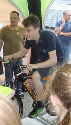 """Foto zur Meldung: Aktion """"Energy-Bike"""" des Überlandwerkes startete am 27. Mai in Nauheim - Ziel erreicht"""