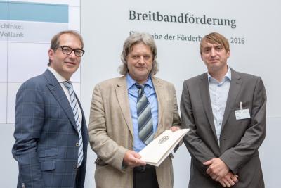 Foto zur Meldung: Landkreis MOL erhält Förderbescheid zum Breitbandausbau
