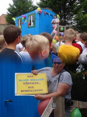 Foto zur Meldung: Einweihung des Bienenwagens