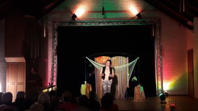 Kathrin Grüneberg konnte das Publikum mit Märchen, Sagen und Geschichten aus nahen und fernen Ländern begeistern.