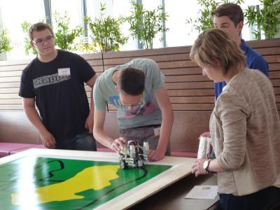 Foto zur Meldung: 1. Platz bei Hahn Automation Robotik Cup für die Puricelli-Realschule plus