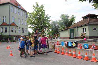 """Foto zur Meldung: Mitmachprojekt """"Sicherer Schulweg"""" mit Calauer Schulanfängern"""