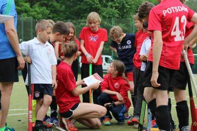 Foto zur Meldung: 10. Hockeycamp der Schulhockey AG Schule am Griebnitzsee