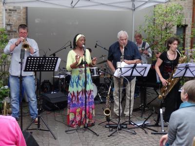 Foto zur Meldung: Wilson de Oliveira und Band begeistern bei Live im Hof