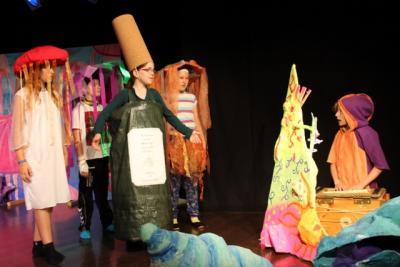 Foto zur Meldung: Aula wird für Musical zur Unterwasserwelt