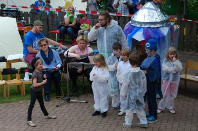 Foto zu Meldung: Kindergartenfest mit Weltraumerlebnis