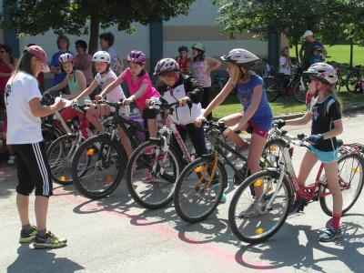 Foto zur Meldung: Sportfest und Kleine Friedensfahrt