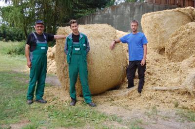 Foto zu Meldung: LVB Seefeld übergibt Futterspende für den Gnadenhof