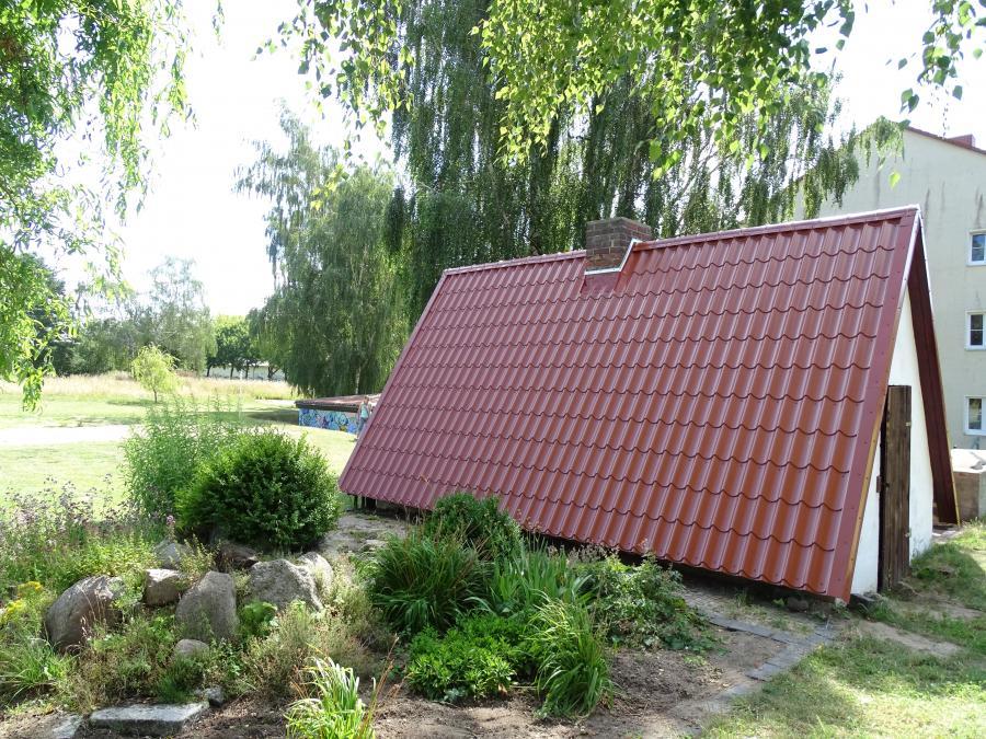 kyritz neues dach f r den lehmbackofen am mehrgenerationenhaus. Black Bedroom Furniture Sets. Home Design Ideas