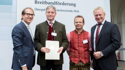 v.l. Bundesminister Alexander Dobrindt, 1. Bürgermeister Werner Blüml, Breitbandbeauftragter Stefan Pfeffer und MdB Alois Rainer