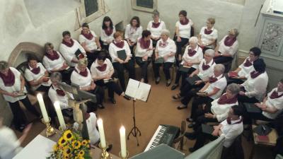 Foto zu Meldung: Frauenchor singt zur Goldenen Hochzeit