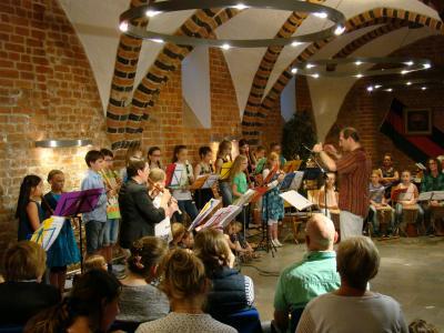 Foto zur Meldung: Afrikanische Klänge mit dem Blockflötenorchester