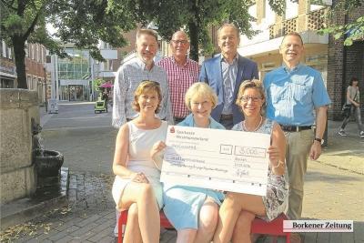 """Foto zur Meldung: Kaufleute spenden Erlös aus Aktion """"Borken lädt ein"""""""