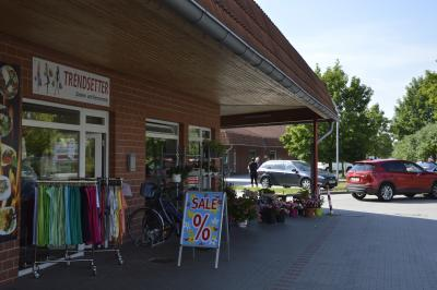 Foto zu Meldung: Schnäppchenjäger stürmen Geschäfte