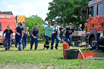 Foto zur Meldung: Feuerwehrjugend gemeinsam im Zeltlager