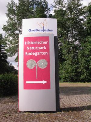 Hinweispylon historischer Naturpark Sodegarten