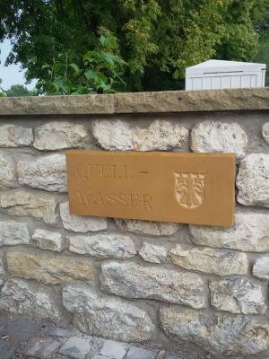 Foto zur Meldung: Ehrenamtliche Restaurierung des Waschbach Brunnens