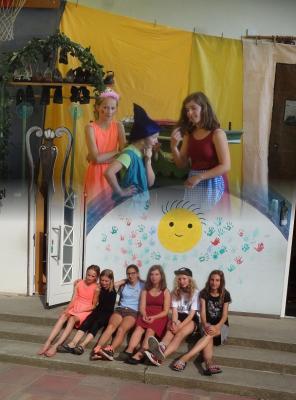 Foto zur Meldung: Schuljahresabschluss der Evangelischen Schraden-Grundschule