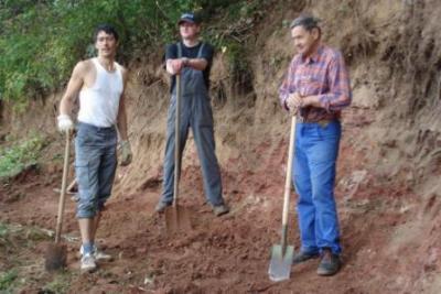 Foto zur Meldung: Arbeitseinsatz an der Eisvogelwand in Birkungen