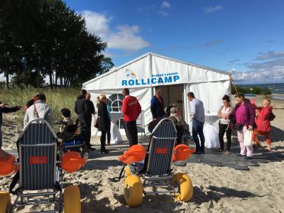 Vorschaubild zur Meldung: Einweihung des Rollicamps am Strand