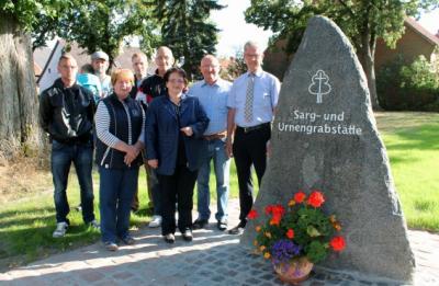 Foto zur Meldung: Friedhof Mackendorf - Bestattungen unter grünem Rasen