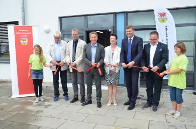 Foto zur Meldung: Paul-Fahlisch-Gymnasium feierte Einweihung mit Bildungsminister & Landrat