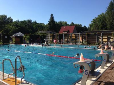 Foto zu Meldung: Badefreunde aufgepasst: Waldbad verlängert Badesaison um eine weitere Woche bis zum 18. September