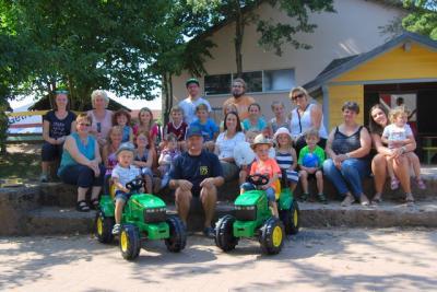 Foto zur Meldung: Neue Traktoren für die KiTa