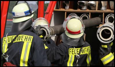 Foto zur Meldung: Feuerwehrleute beweisen ihr Können