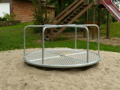 Foto zu Meldung: Neues Spielgerät in Papenrode