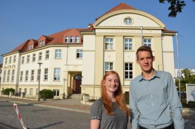 Wiebke Seela und Gerhard Liebsch freuen sich auf ein spannendes Studium bei der Kreisverwaltung. Foto: Landkreis.