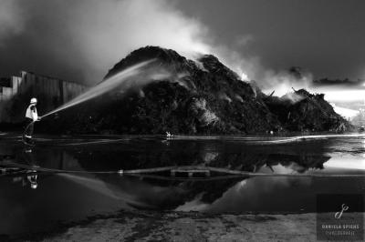 Foto zur Meldung: Brand fordert 80 Stunden Einsatz