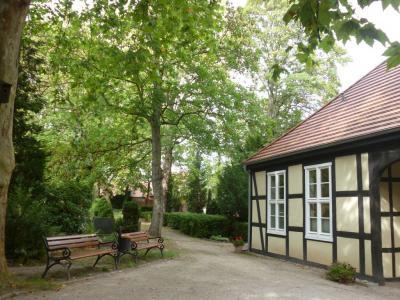 Foto zur Meldung: Führung über Historischen Friedhof in Rathenow