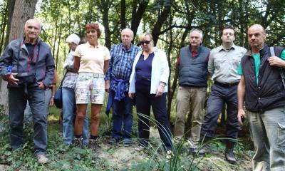 Foto zur Meldung: Ein Dutzend Naturfreunde erkunden am 4. Hessischen Tag der Nachhaltigkeit den Nauheimer Gemeindewald