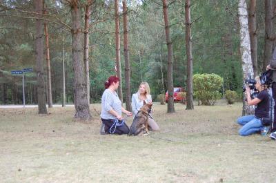 Foto zu Meldung: Ursula Karven im Tierheim Ladeburg