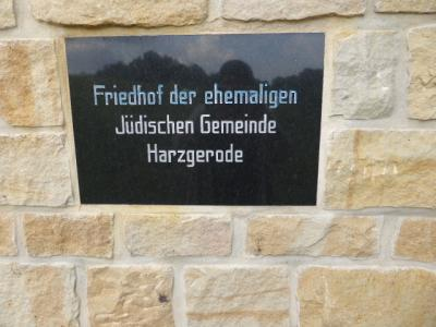 Foto zur Meldung: Arbeitseinsatz auf dem jüdischen Friedhof Harzgerode