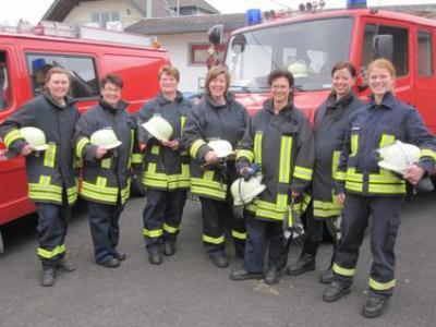 Foto zur Meldung: Frauen und Feuerwehr