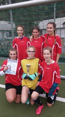 Foto zur Meldung: IGS-Mädchen gewinnen zum dritten Mal in Folge das Stadtfinale im Fußball