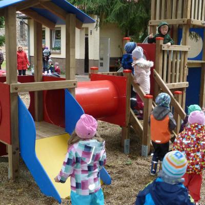 Foto zu Meldung: Ein neuer Spielplatz für die Frechdachse