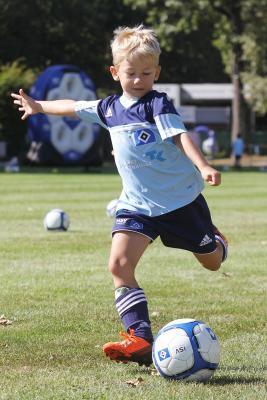 Foto zur Meldung: Trainiere wie ein Profi – die HSV-Fußballschule kommt-