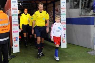 Foto zu Meldung: Germanen-Kicker Auflauf-Kids in der HSV Arena