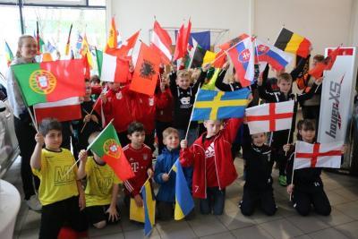 """Foto zur Meldung: WZ-Mini-EM- U10 Junioren laufen als """"Team-England"""" auf"""