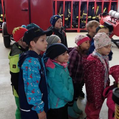 Foto zu Meldung: Fuchsbau-Kinder besuchen die Feuerwehr