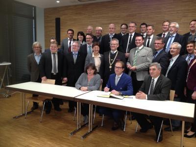 Foto zur Meldung: Bundesverkehrsminister Alexander Dobrindt übergibt Förderbescheid
