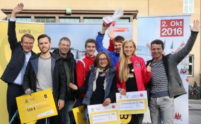 Foto zur Meldung: Maike Schön als Studie-Werk-Cup-Siegerin des Köln-Marathon geehrt