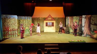 Vorschaubild zur Meldung: Rotkäppchen am Sonntag - Märchenspiel für Kinder ab 4 Jahren nach Grimm