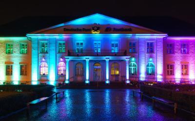 Foto zu Meldung: Oranienburgs Postamt leuchtendes Kunstobjekt
