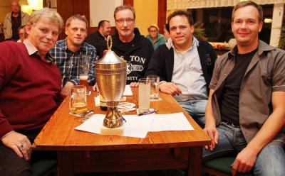 Foto zu Meldung: Sportliches Team gewinnt Dorfquiz 2016