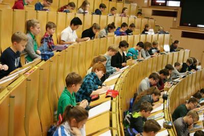 Foto zur Meldung: Mathe-Olympioniken im Hörsaal an der BTU Cottbus–Senftenberg